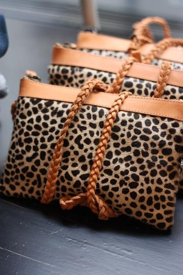 La rentrée chez Bonton - Pochettes léopard